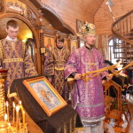 В Крестопоклонную Неделю епископ Вениамин совершил Литургию в храме в честь Успения Пресвятой Богородицы г. п. Холопеничи