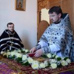 В Борисовском кафедральном Воскресенском соборе совершена вечерня с выносом Плащаницы Иисуса Христа