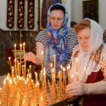 В Троицкую родительскую субботу епископ Вениамин совершил Литургию в Воскресенском кафедральном соборе города Борисова