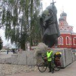 Велосипедист из Новосибирска по дороге в Брест заехал в Воскресенский собор Борисова