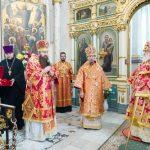 Епископ Вениамин сослужил Патриаршему Экзарху за Пасхальной вечерней в Свято-Духовом кафедральном соборе города Минска