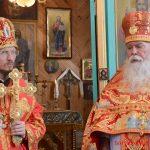Протоиерей Михаил Барашко удостоен права ношения митры