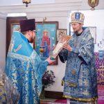 В Субботу Акафиста епископ Вениамин совершил Божественную литургию в храме святого праведного Филарета Милостивого Покровского прихода Озерицкой Слободы