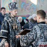 Преосвященнейший Вениамин совершил Литургию Преждеосвященных Даров в Никольском храме города Логойска