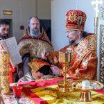 В Неделю 3-ю по Пасхе, святых жен-мироносиц, епископ Вениамин совершил Божественную литургию в храме в честь святых славных и всехвальных первоверховных апостолов Петра и Павла города Жодино