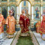 В понедельник Светлой седмицы епископ Вениамин сослужил за Пасхальной вечерней в Свято-Духовом кафедральном соборе города Минска