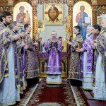В Великий Четверток, день Воспоминания Тайной Вечери епископ Вениамин совершил Божественную литургию и чин умовения ног