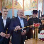 Президент Беларуси Александр Лукашенко в праздник Пасхи зажег свечу в храме Рождества Христова в агрогородке Острошицы Логойского района