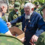 В Марьиной Горке с Пасхой поздравили военнослужащих