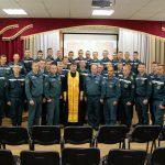 В д. Светлая Роща Борисовского района состоялся выпуск спасателей-пожарных с участием священнослужителя