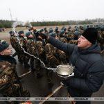 Протоиерей Сергий Башкиров благословил молодых воинов
