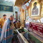 Патриарший Экзарх совершил Литургию в кафедральном Петро-Павловском соборе Гомеля