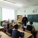 В Крупках священнослужитель провел для школьников презентацию о Рождестве Христовом