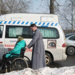 Подопечные отделения дневного пребывания для инвалидов и отделения дневного пребывания для граждан пожилого возраста г. Червеня посетили храм в аг. Рованичи и встретились со священником