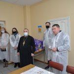 В Крупках с праздником Пасхи поздравили находящихся на социальном обеспечении людей
