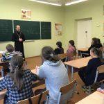 В гостях у учащихся школы в Дукоре был священник