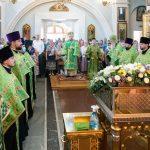 В канун праздника Пятидесятницы митрополит Вениамин совершил всенощное бдение в Свято-Духовом кафедральном соборе города Минска