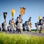 Проходит Крестный ход в честь святого благоверного Александра Невского