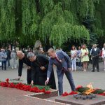 Борисовские благочинные возложили цветы к памятнику жертвам фашизма